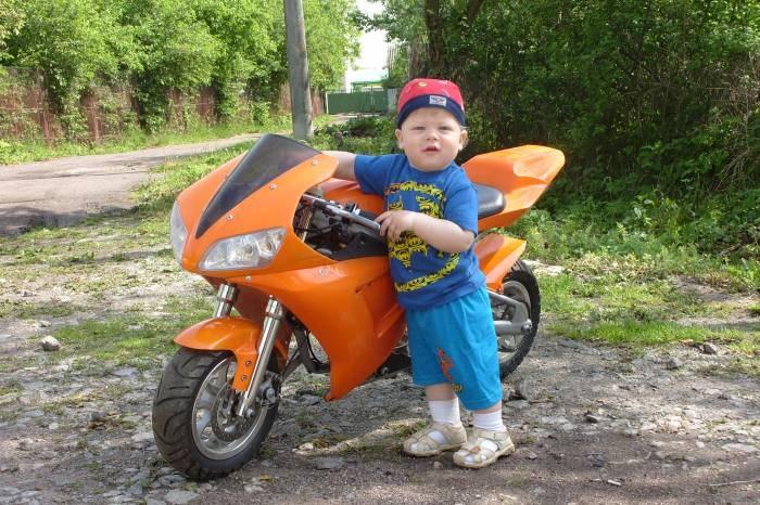 Мотоцикл и ребенок