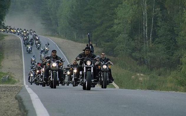 Мотоциклисты - дружба и взаимопомощь