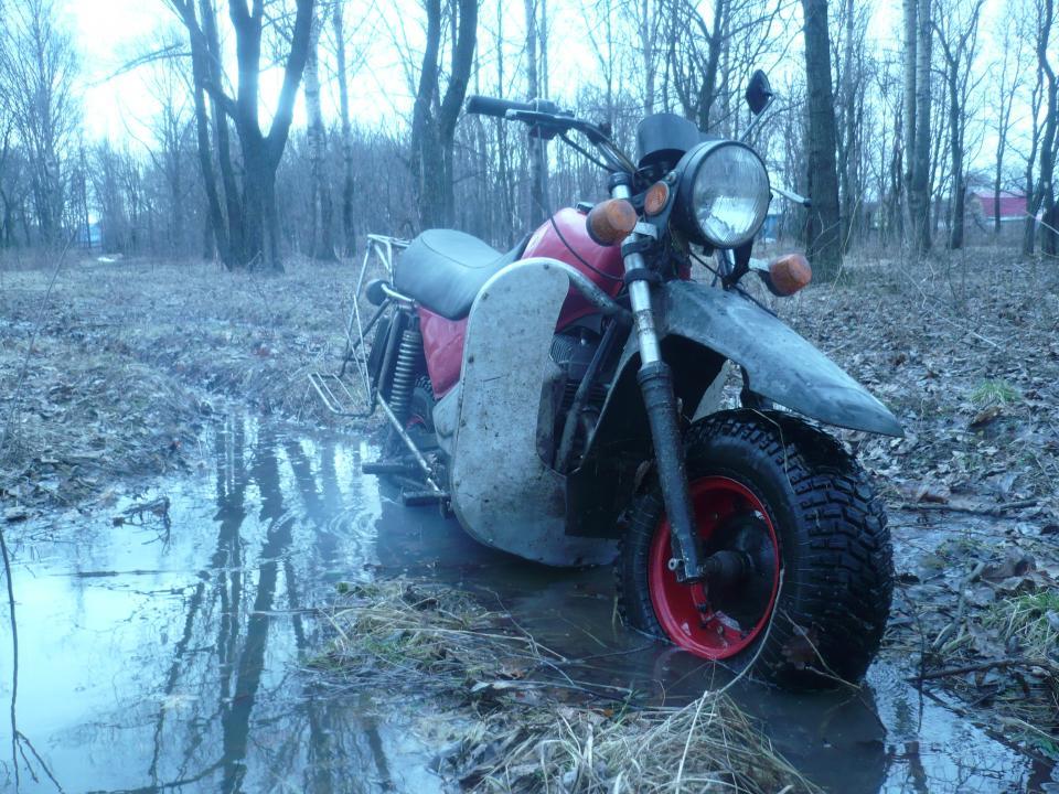 Мотоцикл тула 5 952 у реки