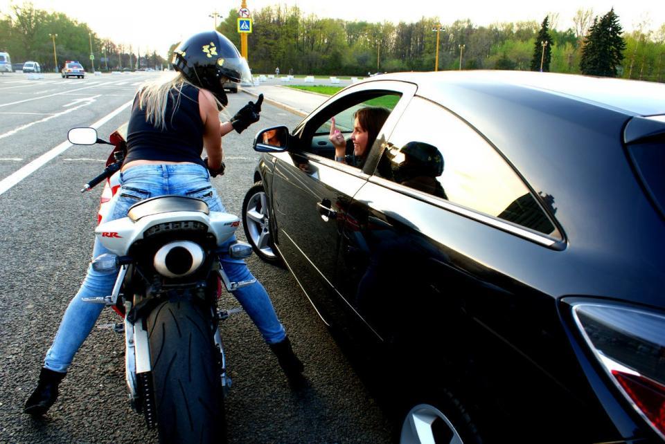 Брюнетки на мотоциклах